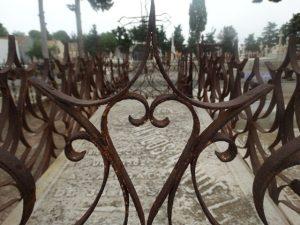 Una de las tumbas infantiles del cementerio de Mazarrón. P. RUBIO